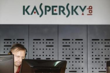 An employee works near screens in the virus lab at the headquarters of Russian cyber security company Kaspersky Labs in Moscow July 29, 2013. RUSSIA-CYBERCRIME/ REUTERS/Sergei Karpukhin/Files
